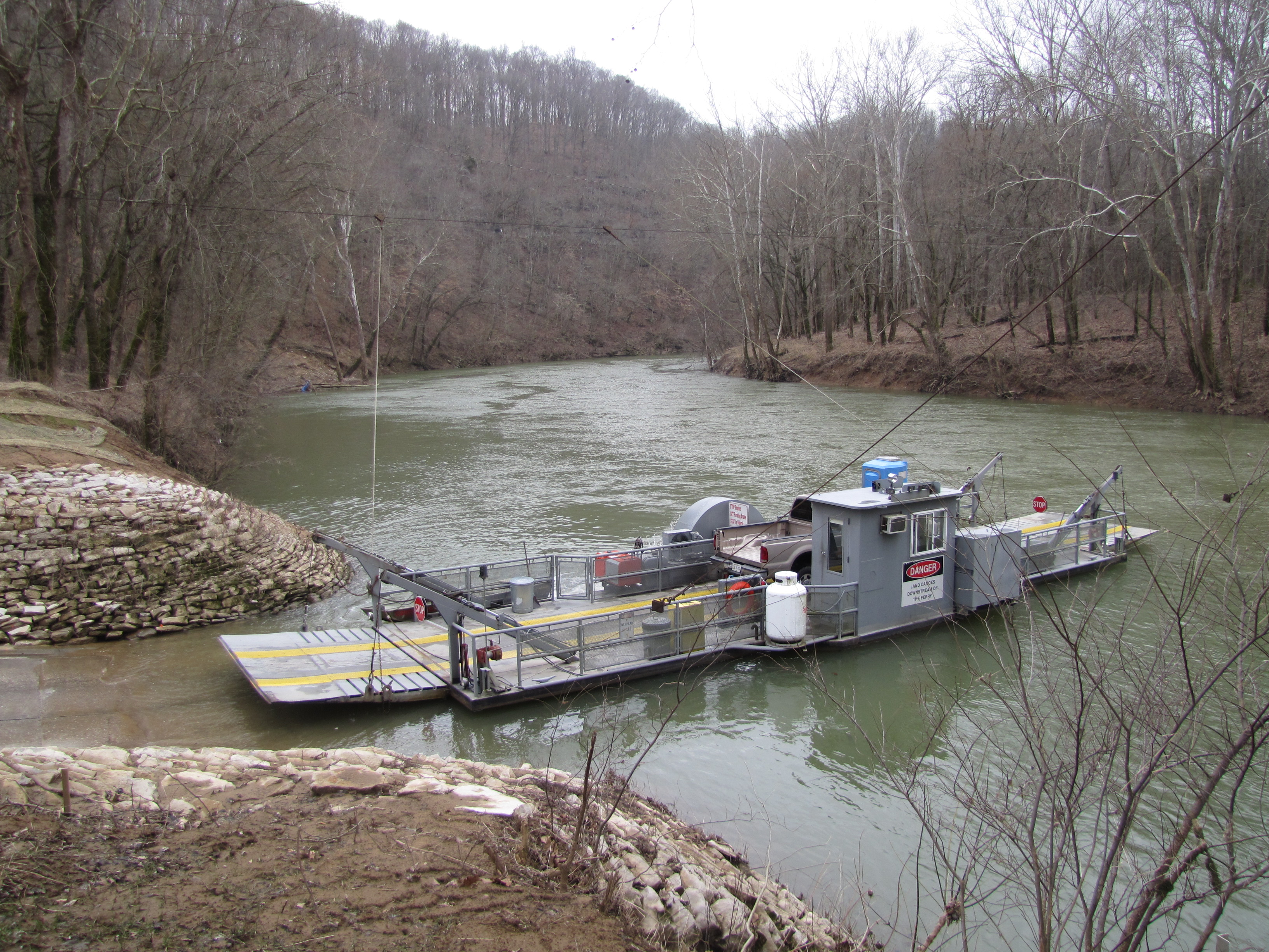 Green River Ferry located in Mammoth Cave National Park allows boaters to launch boats on the downstream side of the ferry.  Make sure to yield to ferry traffic.